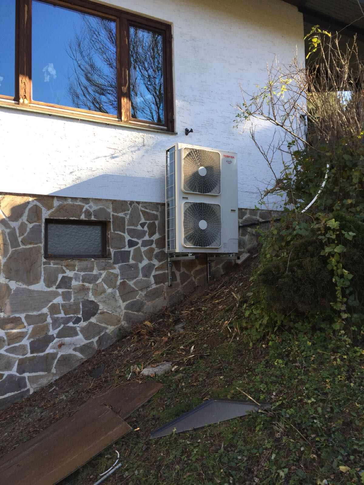 Wärmepumpen-Außengerät-Wandmontage